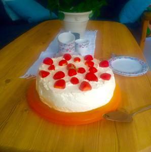 17. mai bløtkake laget og servert av mine snille kollega Astrid.