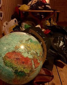 Et roterom, finnes det i alle hus mon tro? Her er i alle fall Afrika i front, hit kan vi jo stikke av om rotet fortsetter å ødelegger dagene.